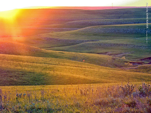 wabaunseecounty kansas usa flinthills hills prairie tallgrassprairie landscape rural country countryside green sunset sunsetting evening may 2017 may2017 kansassunset flinthillssunset prairiesunset skylineroad hill scenery color colour colors colours