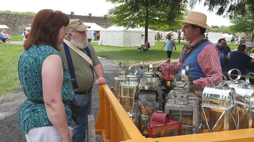 Photo of sutler and customers at Fort Frederick Market Fair