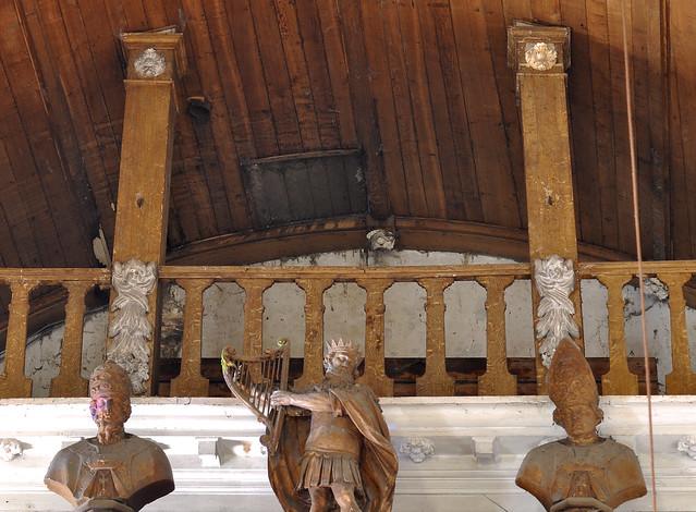 Oxelaëre, Nord, Flandre, Église St.-Martin, organ gallery, detail