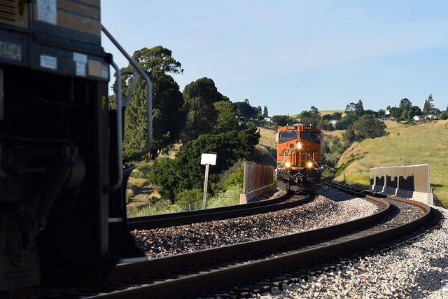 BNSF 3807 meets BNSF 6553