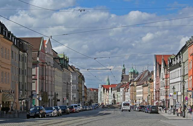 Die Maximilianstraße in Augsburg