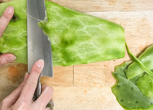 How to peel a cactus leaf