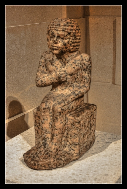 Berlin - Neues Museum - Seated figure of the district governor Methen 2600 B. C.