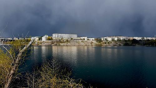 kungsholmen dark clouds rain sunshine essingen storaessingen water sky weather