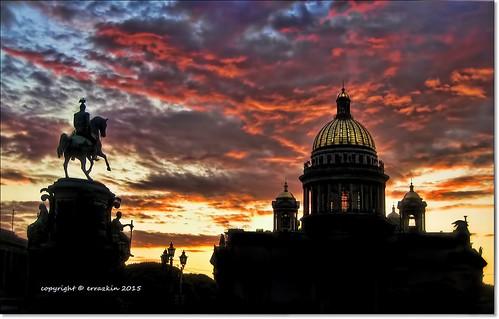 sunset sky church statue clouds contraluz stpetersburg jon cathedral russia catedral iglesia cielo dome nubes estatua ocaso backlighting rusia cúpula sanpetersburgo redclouds sanisaac errazkin ironde nunesrojas