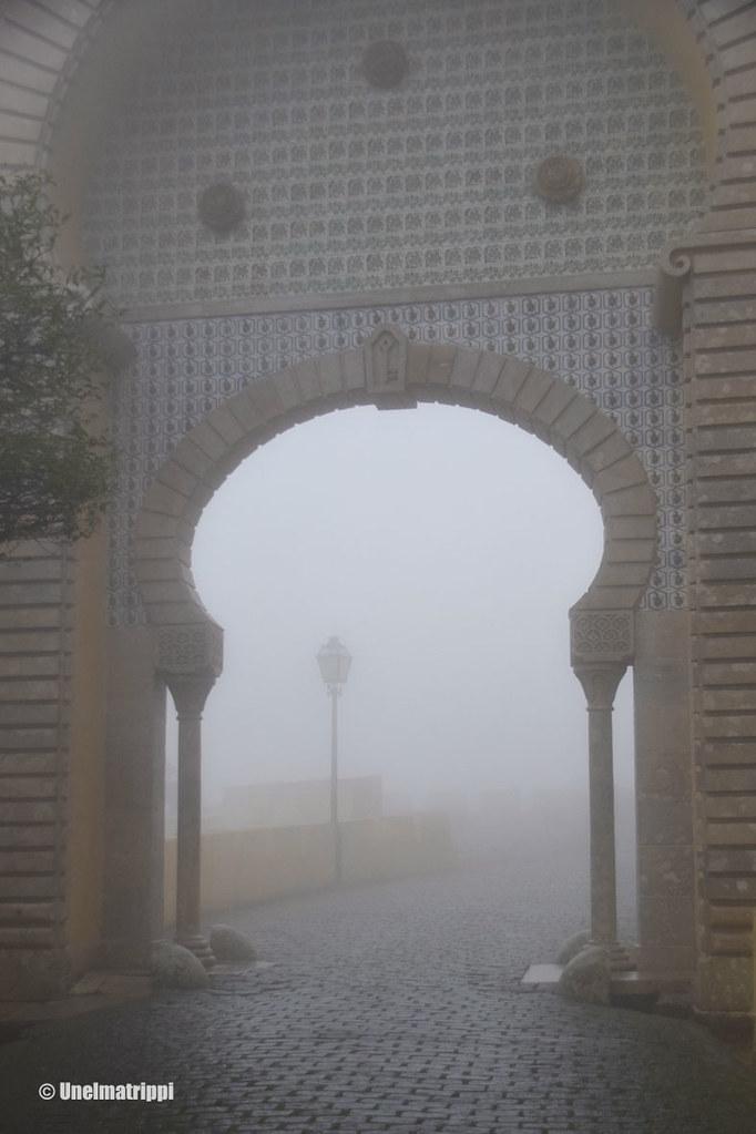 Sumuinen sisäänkäyntiportti Penan palatsilla