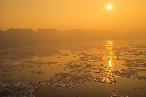 sony alpha a58 1855mm landscape cityscape city budapest hungary pest petőfibridge ice winter fog danube silhouette sunrise morning orange color outdoor