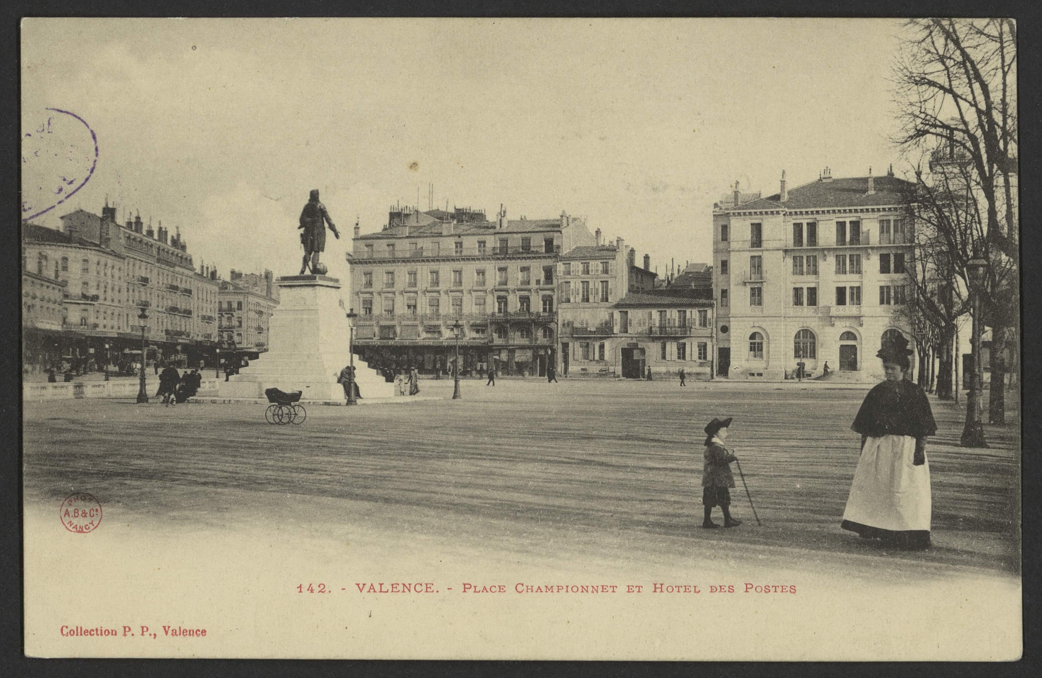 Valence - Place Championnet et Hôtel des Postes