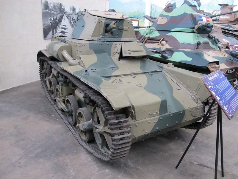 Рено AMR-33 1