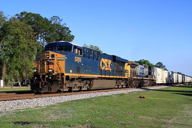 CSX 5205(ES44DC) Train Q740