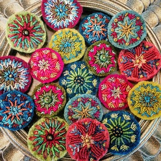 New earrings. Soon finished #embroidery #bordadoamano #bordado #broderie #earrings #textilejewelry #tinymandala #mandala #likeaflower #silkthread #felt #colors #boho #bohojewelry #wip #handmade #nicegirlsneedleclub