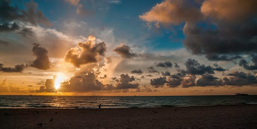 miamifl miamibeach sobe seashore sea beach beachscape walking walkingaround exploration earlyinthemorning sunrise outdoors skies colors clouds