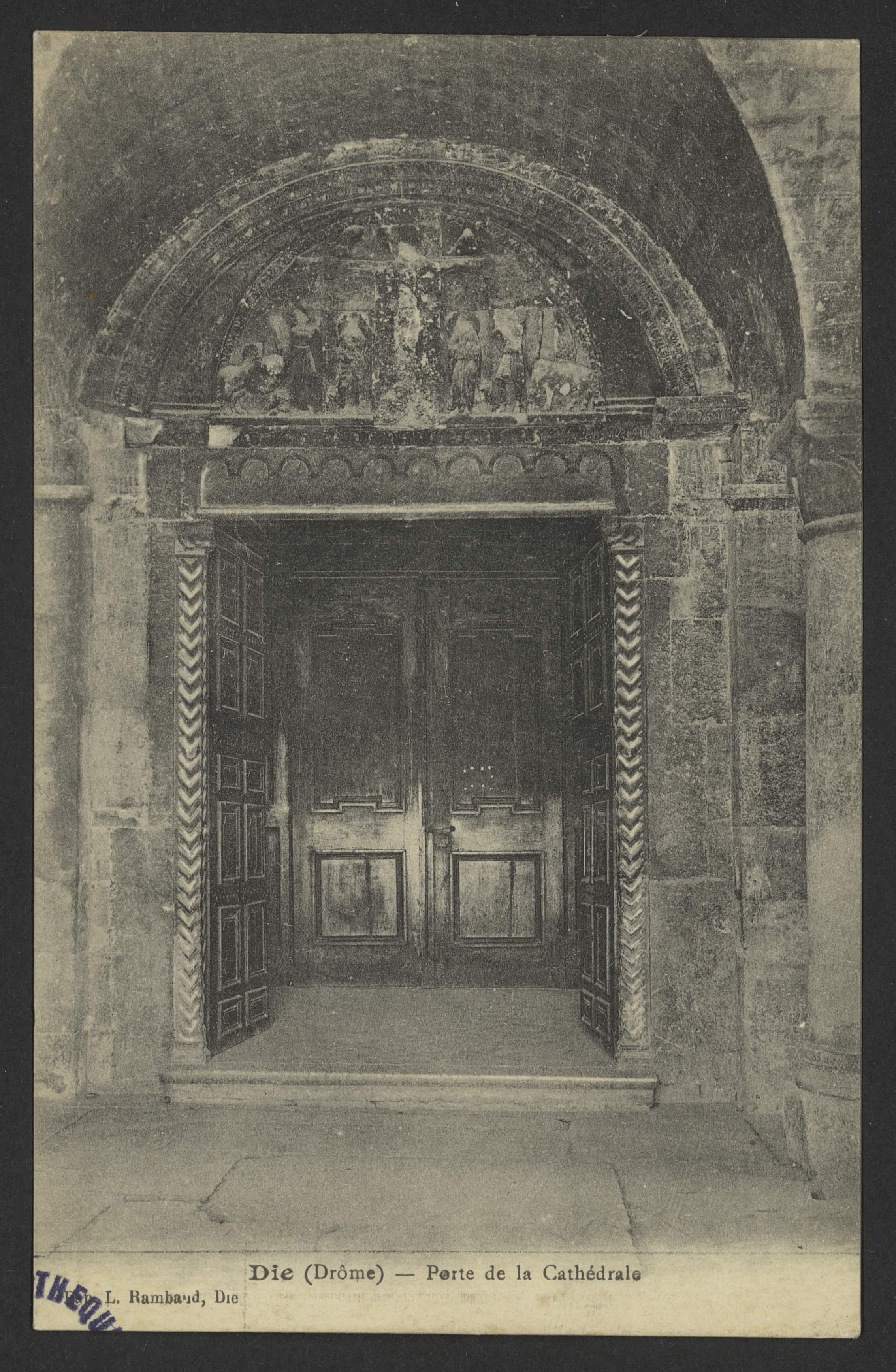 Die (Drôme) - Porte de la Cathédrale