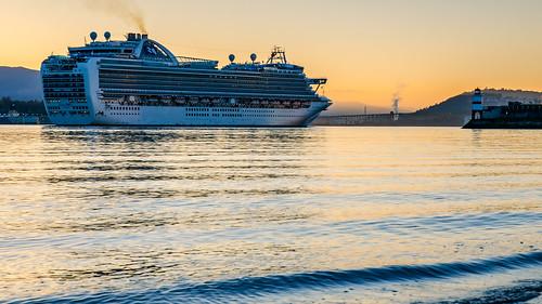 cruiseship emeraldprincess portofvancouver harbour port shoreline sunrise tourism lighthouse stanleypark d7000 downtown dslr canadaplace nikon britishcolumbia pacificnorthwest seascape tourisim passengers