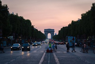 That time we were looking towards the Arc de Triomphe at sunset. #takemeback #paris #france #arcdetriomphe #champselysees #sunset #symmetry #street | by Blinded By Light