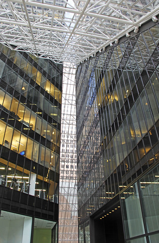 architecture atrium houston texas downtown buildings interiors philipjohnson architect highrise trapezoidal towers structures pyramid pritzkerprize