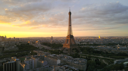 3 stage of Paris : the sunset
