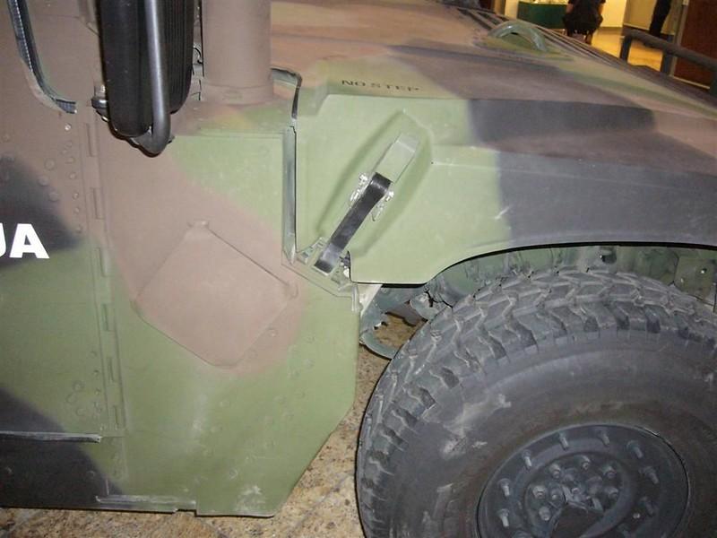Hummer M1114 1