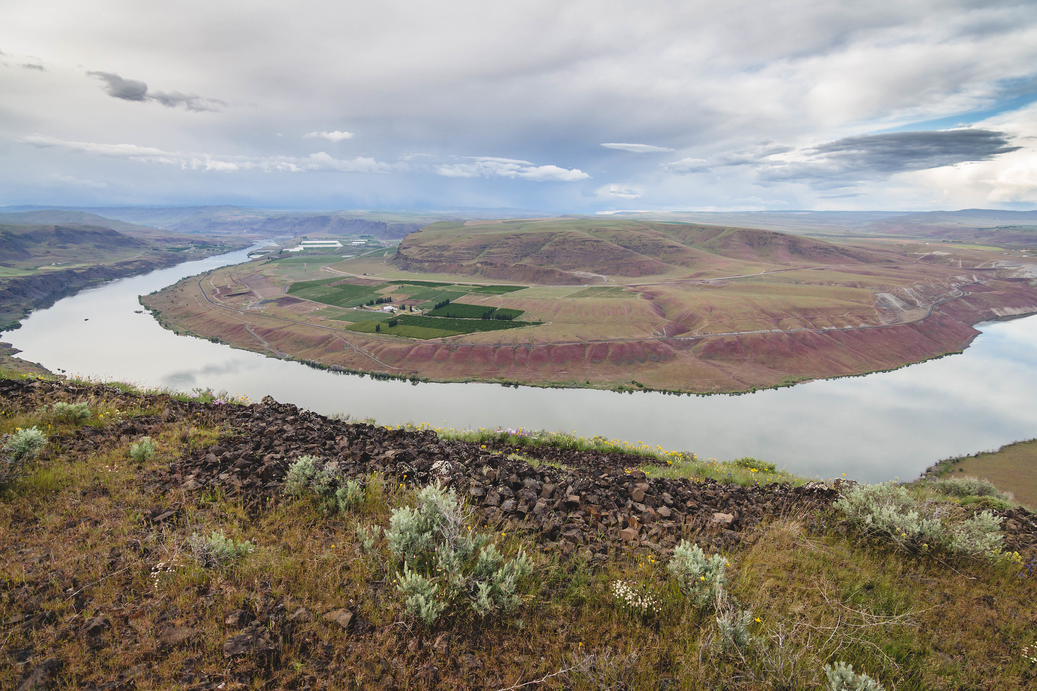 Columbia River bend