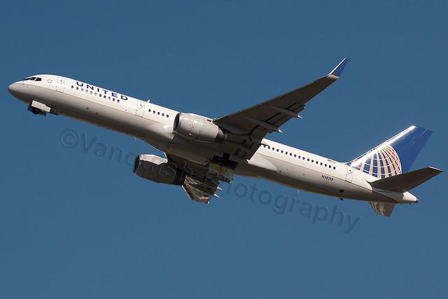 N18119 United Airlines B757-200/W London Heathrow Airport