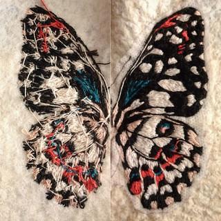 Halfway there back/front #embroidery #bordado #broderie #bordadoamano #textileart #butterfly #schmetterling #wip #embroideryart #handmade #stitchersofinstagram #nicegirlsneedleclub