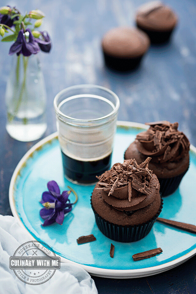 Devil's food cupcakes with chocolate
