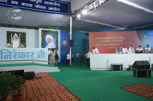 Devotional song by Jagat Geetkar and Saathi from Sant Nirankari Colony, Delhi