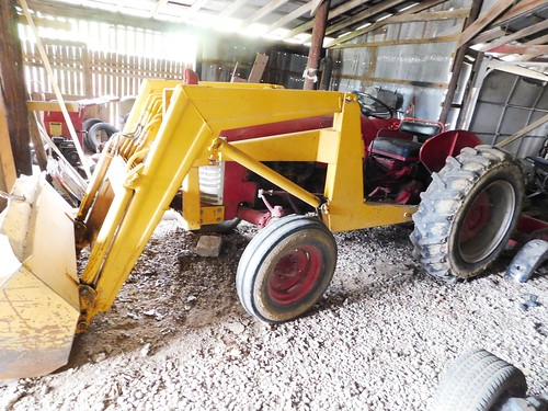 International 300 utility tractor | by thornhill3