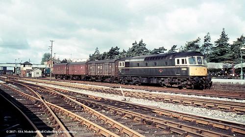 britishrail brcw class33 d6552 diesel parcels van train andover hampshire railway locomotive railroad