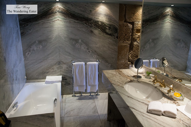 Large bathroom at Palacio Belmonte Suite