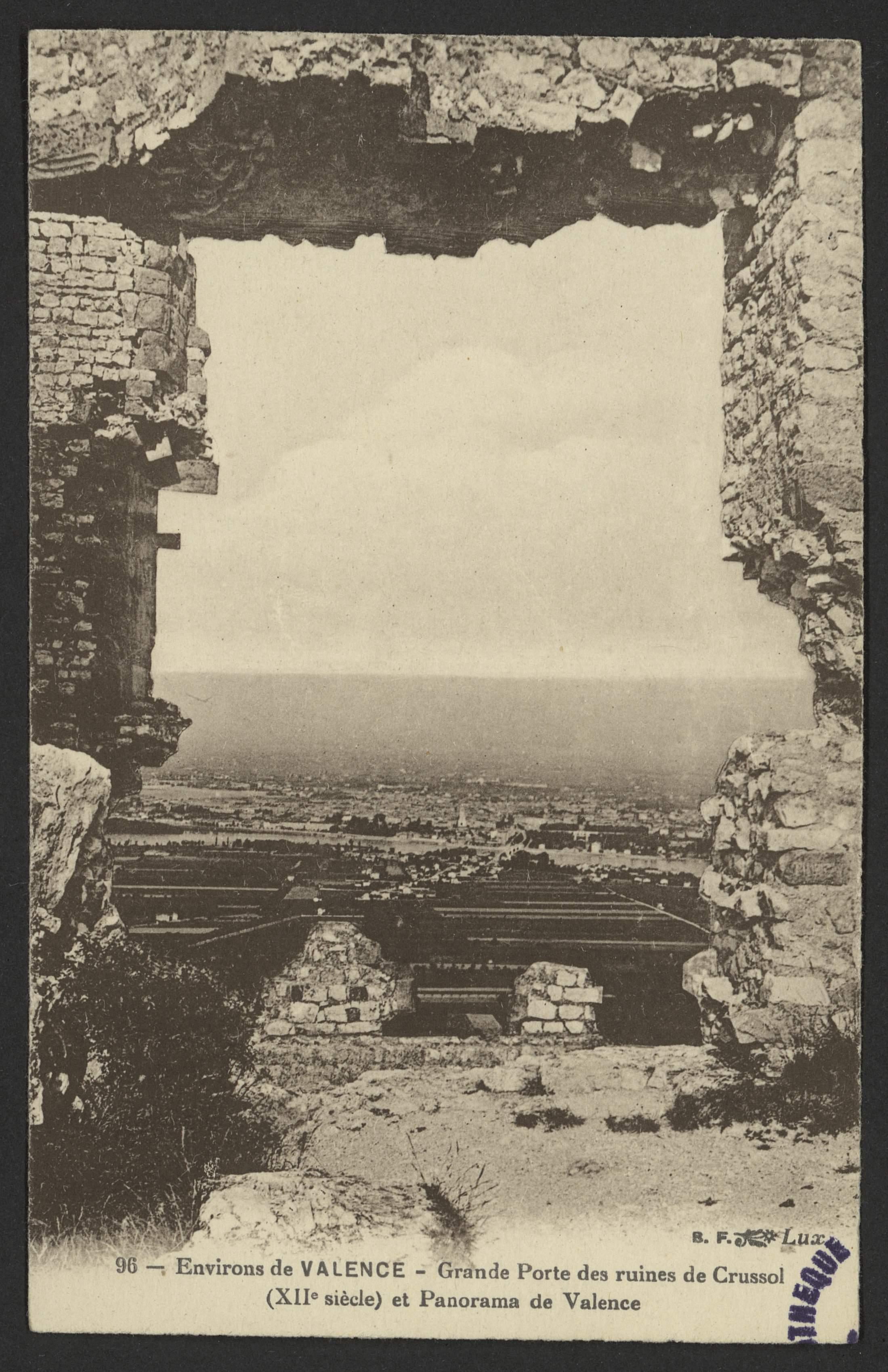 Environs de Valence - Grande Porte des ruines de Crussol (XIIe siècle) et Panorama de Valence