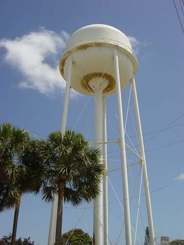 abandoned water tower in Oakland Park | by rutiful