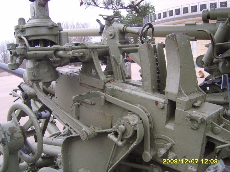 37mm Anti-aircraft gun 8