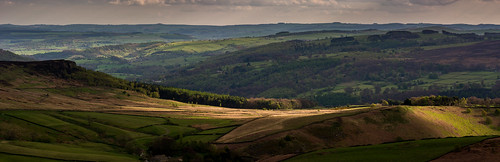 peakdistrict darkpeak stanageedge lowsun evening spring derbyshire derwentvalley hathersage fields