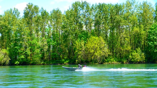 Boat on Willamette River at Marshall Island Boat Landing | by Rick Obst