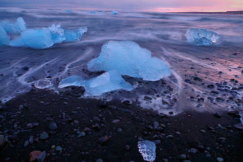diamondbeach iceland islandia island europe beach playa black negra hielo ice sea mar blue sunset red magenta iceberg