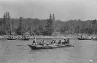 York boats on the Saskatchewan River, Cumberland House, Saskatchewan / Des barges d'York sur la rivière Saskatchewan, à Cumberland House (Saskatchewan)