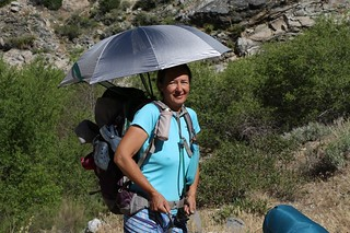 0815 Vicki makes her first attempt at deploying the Chrome-Dome umbrella on the PCT   by _JFR_