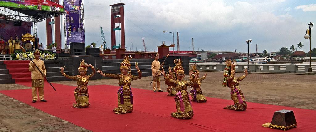 Tari Sekapur sirih dari Jambi, Kepulauan Riau, dan Riau