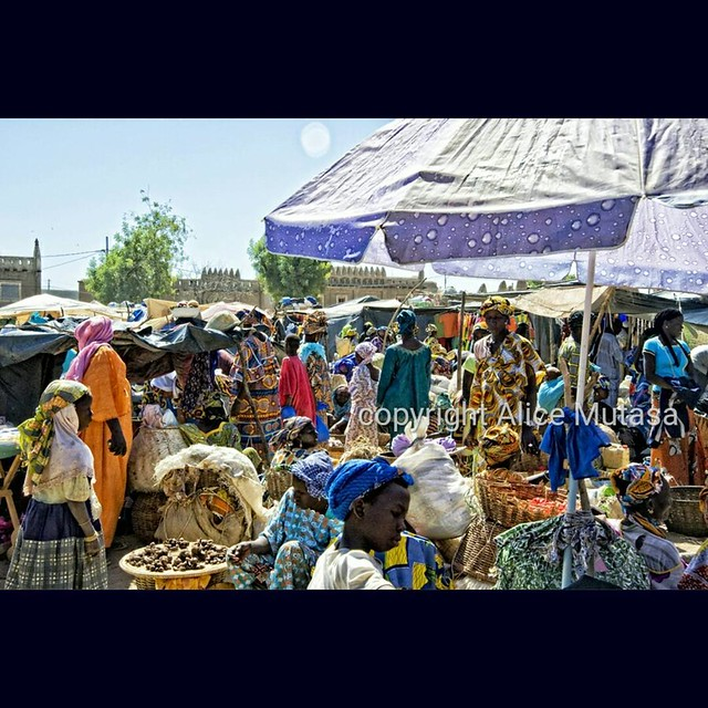 HAPPY INTERNATIONAL WORKERS' DAY / BON FÊTE DE TRAVAIL ! Here are some of the hard working women of Djenné, Mali, at the weekly Monday market in front of the Great Mosque / Voici les travailleuses de Djenné au marché hebdomadaire devant la Grande Mosquée.