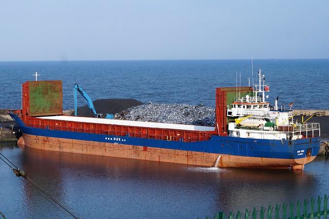 1 DSC02165 (2). General Cargo vessel Hav Pike preparing to load scrap metal at Port of Seaham.