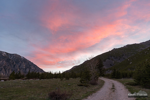 beartoothmountains montana spring may morning nikond750 eastrosebudcampground alpine custernationalforest early dawn sunrise color colorful clouds pink unpaved road valley tamron2470mmf28