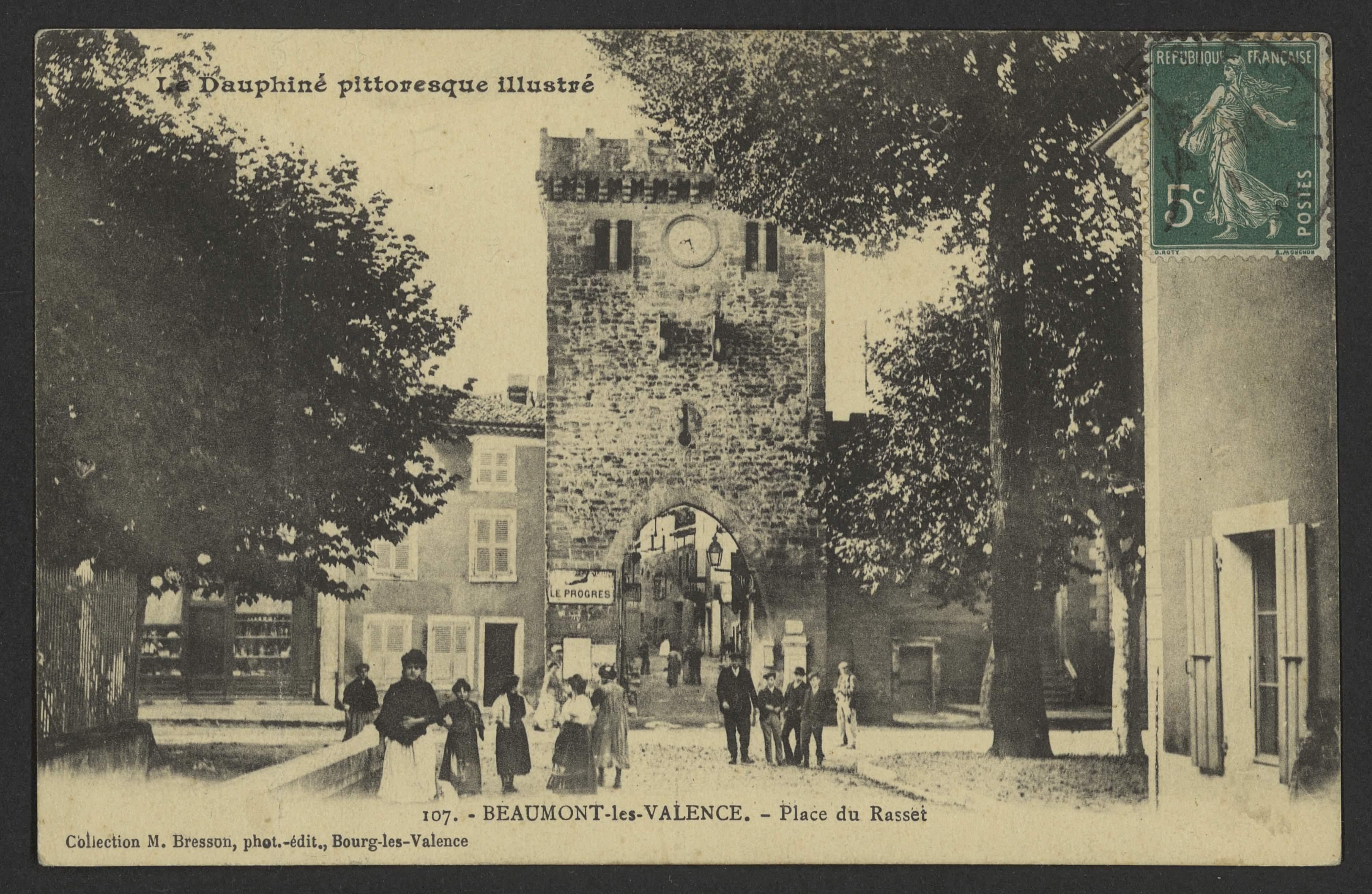Beaumont-les-Valence. - Place du Rasset