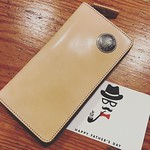 #HappyFathersDay LPSQ-RM30 カードの枚数も多く入り、色々と小分けに収納できる革財布です。 色は、こちらのナチュラルの他に、黒、赤茶、茶色でご用意しております。 父の日ギフトにいががでしょうか? ラッピングも承っております。 * #父の日 #父の日ギフト #父の日プレゼント #父の日のプレゼント #KeiichiroGoto #redmoonwallet #MadeInJapan #NL6TH