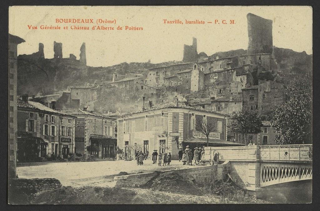 Bourdeaux (Drôme) Vue Générale et Château d'Alberte de Poitiers