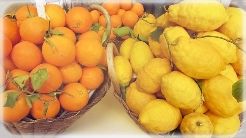 FMS Photo A Day May 13 - Free choice #fmspad #fmsphotoaday #fms_freechoice #amalfi #amalficoast #italy #ladinitaly2017 #catchingup #betterlatethannever #oranges #lemons #orangesandlemons | by Laurel Storey, CZT