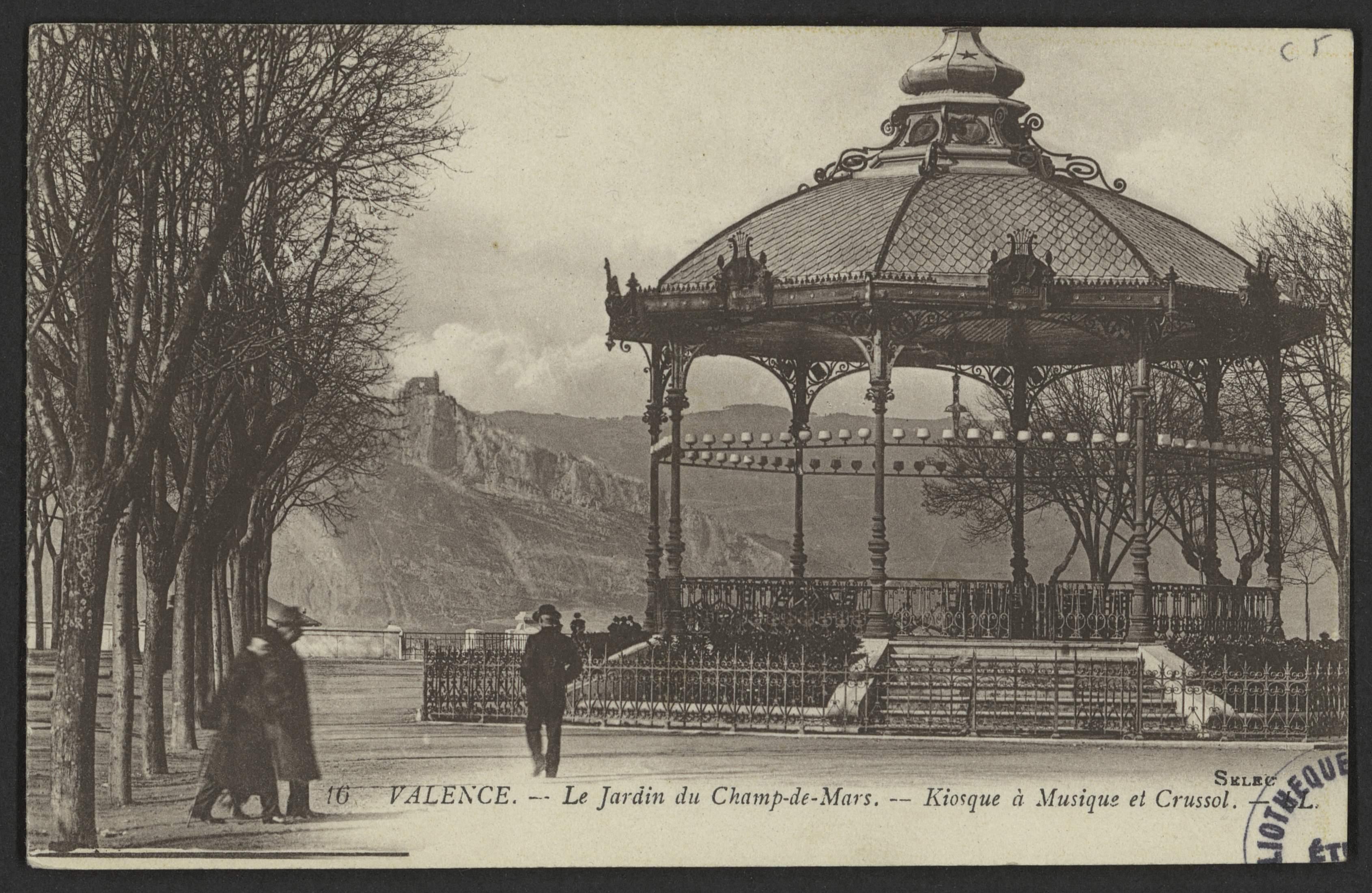 Valence. - Le Jardin du Champ de Mars. - Kiosque à Musique et Crussol