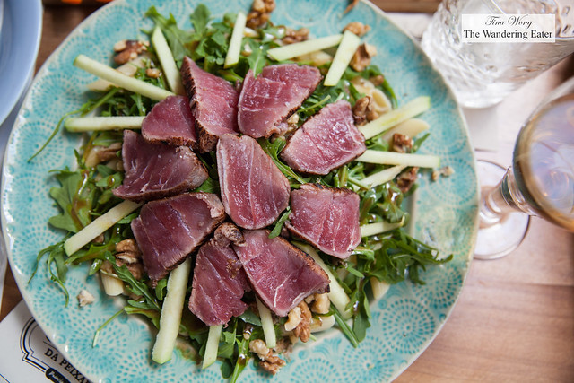 Seared tuna salad with arugula, penne pasta, Granny Smith apples, walnuts