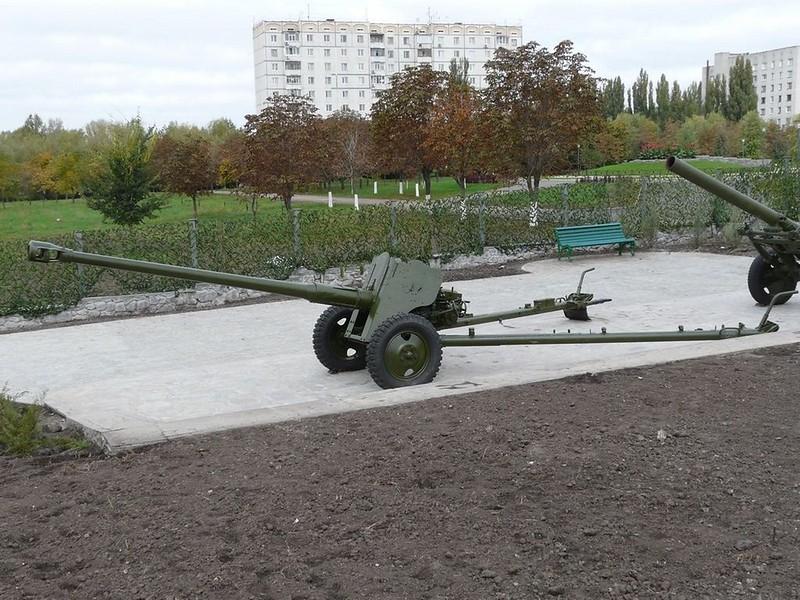 85 mm divisional gun D-44 1