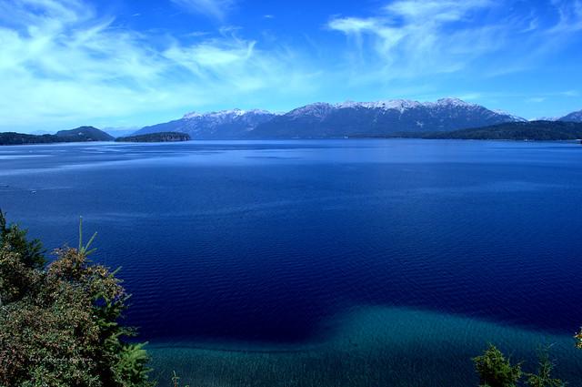 Vista del Lago Nahuel Huapi. Patagonia Argentina.